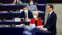 La presidenta de la CE, Ursula von der Leyen, escolta el primer ministre de Polònia, Mateusz Morawiecki, al Parlament Europeu, a Estrasburg, ahir