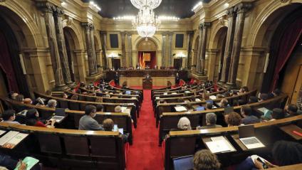 Sessió plenària ahir al Parlament amb la majoria de diputats als escons
