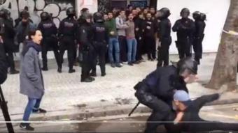 Imatge del vídeo on es veu l'actuació de l'agent