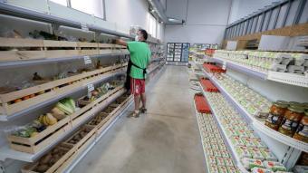 La Botiga té aparença de supermercat i els usuaris poden escollir els productes com si compressin amb un sistema de punts
