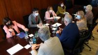 Imatge de la reunió del vicepresident Jordi Puigneró i la consellera Gemma Geis amb el rector de la UAB, Javier Lafuente, amb motiu del ciberatac a la universitat