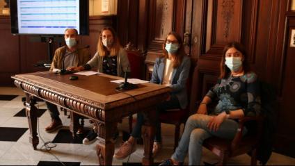Pla general de la consellera de Cultura de Tarragona, Inés Solé; del director mèdic de l'Hospital de Santa Tecla, Xavier Oliach; i de l'epidemiòloga de Santa Tecla, Gemma Flores, presentant els resultats