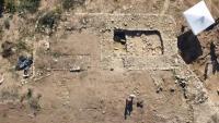 Imatge aèria de les restes de torre defensiva trobades a Puig del Cocodril, a Subirats