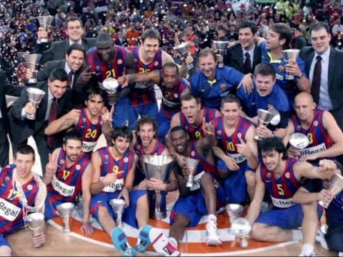 Celebració de la segona Eurolliga del Barça, a París, després de la que va aconseguir al Palau Sant Jordi el 2003