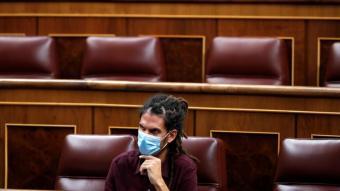 Alberto Rodríguez , d'Unides Podem, assegut al que fins divendres era el seu escó al Congrés dels Diputats espanyol, al setembre