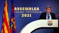 El president del FC Barcelona dirigint-se als socis compromissaris