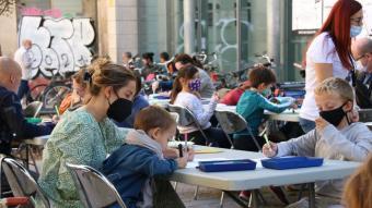 Participants en el Festival Barcelona Dibuixa, organitzat  sota la direcció artística del Museu Picasso, ahir