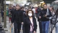Gent caminant pel centre de Barcelona
