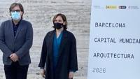 Lluís Comerón, Agustí Serra, Ada Colau, Iñaki Carnicero, Janet Sanz i Assumpció Puig, ahir al pavelló Mies van der Rohe