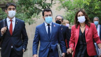 El president, Pere Aragonès; el vicepresident, Jordi Puigneró; la consellera Laura Vilagrà; i darrere, el conseller d'Economia, Jaume Giró