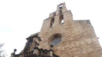 Pla obert del campanar de l'església de Santa Maria dels Turers de Banyoles.