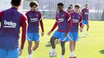 Ansu Fati, Gavi i Collado, ahir, en l'última sessió abans del partit a Vallecas