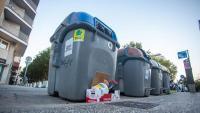 Uns contenidors de residus en una imatge d'ahir a Girona