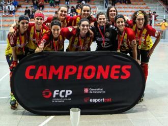 L'equip del Manlleu amb el trofeu de campiones