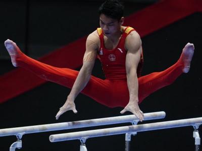 Xuwei Hu durant la final de paral·leles