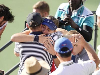 Abraçades de Badosa quan va guanyar a Indian Wells