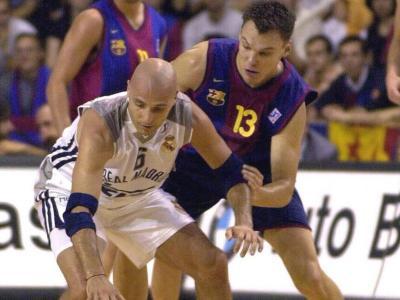Djordjevic defensat per Saras, amb Navarro a darrere